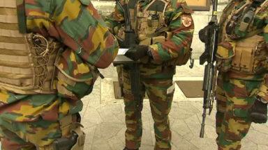 Le gouvernement réduit d'un tiers le nombre de militaires déployés en rues