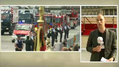Les pompiers ont crié «Vive le Roi» en défilant