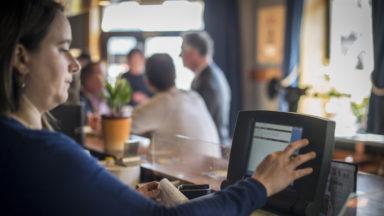 Moins de 70% des bars et restaurants bruxellois n'ont pas de caisse intelligente