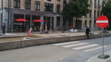 Une digue de béton dangereuse pour les piétons et les cyclistes avenue d'Auderghem