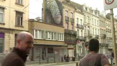 Fresques polémiques: Saint-Gilles va la faire effacer, la Ville de Bruxelles la conserve