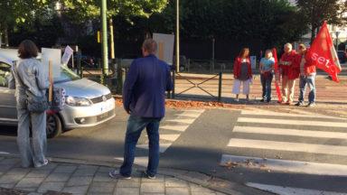 Uccle : des enseignants manifestent contre les tarifs du plan de stationnement