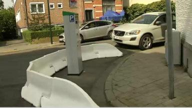 Uccle : un horodateur installé sur la chaussée, faute de place sur le trottoir