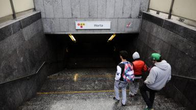 Un adolescent jette un sac dans un tram, s'encourt et crée la panique