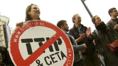 CETA : une centaine d'activistes anti-CETA s'est enchaînée au Berlaymont