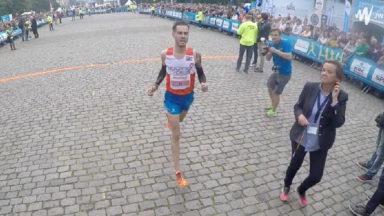 Le vainqueur des 20km disqualifié, le belge Régis Thonon accède à la première marche du podium