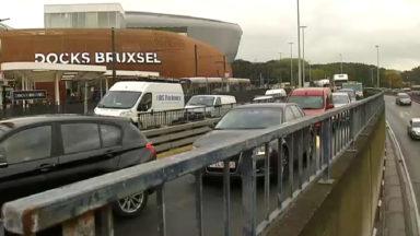 Succès de foule à Docks Bruxsel ce week-end ; le pont Van Praet saturé
