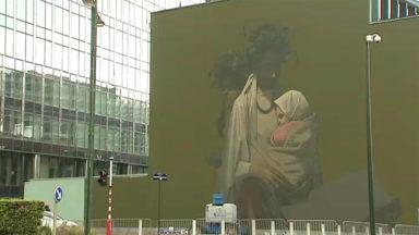 La Ville de Bruxelles permet aux propriétaires d'accueillir une œuvre d'art sur leur immeuble