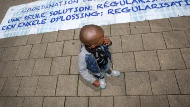Manifestation pour la libération des sans-papiers de Molenbeek devant le palais de justice