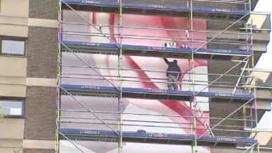 L'artiste Guillaume Bottazzi réalise une fresque géante place Jourdan