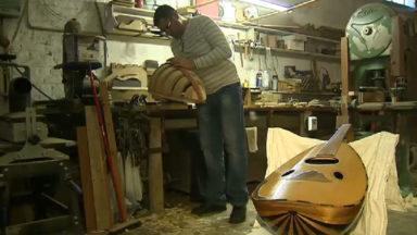 Haidar, artisan luthier et réfugié aimerait pouvoir exercer son métier en Belgique