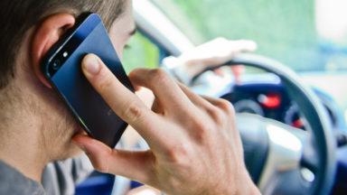 La police de Bruxelles-Ixelles a verbalisé 2.779 conducteurs pour GSM au volant en octobre
