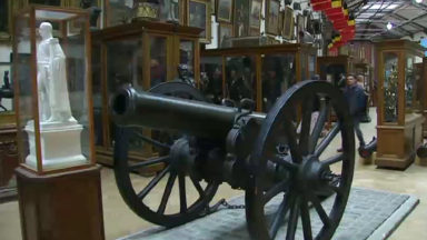 Les canons du Musée royal de l'armée sont de retour à Bruxelles