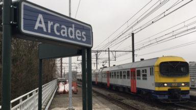 Les premiers trains s'arrêtent à la gare des Arcades