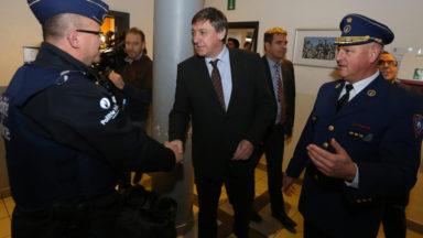 Jan Jambon à la police de Molenbeek pour le réveillon