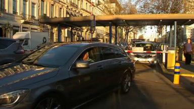 Des automobilistes coincés par centaines, chaque samedi, dans un parking