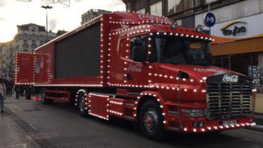 Le camion de Noël Coca-Cola devant la Bourse