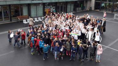Les élèves des Ecoles communales n°15 et n°16 inaugurent leurs nouvelles cours de récréation