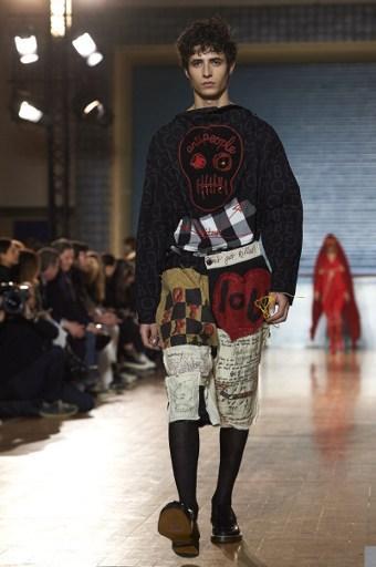 Hommes et femmes sur un même podium  Vivienne Westwood a proposé lundi à la Fashion  Week masculine de Londres un défilé mixte, une démarche qui séduit de ... fe7e8b6730d