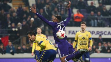 Anderlecht se défait de Saint-Trond (3-1) et reste à 2 points du Club Bruges