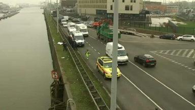 Le corps d'une femme de plus 50 ans repêché dans le canal près du pont Van Praet