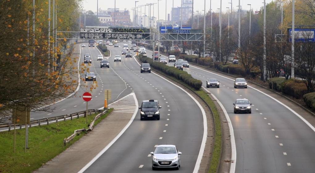 Illustration shows the highway E40 with six lanes at the entrance of Brussels city, Wednesday 23 November 2016. There is a controversy on the project of Brussels region to get 4 lanes in stead of 6 for motor vehicles, the transformation of the highway to an urban boulevard will give space for cycling lane too. BELGA PHOTO THIERRY ROGE