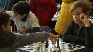 Des centaines d'élèves s'affrontent aux échecs