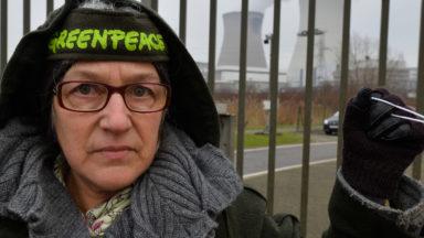 Investiture de Trump: Greenpeace étend une bannière #BridgesNotWalls à Bruxelles