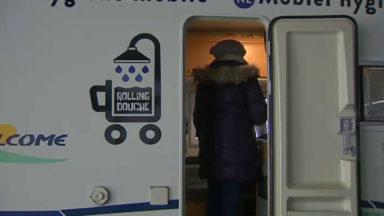 Après Bruxelles, l'ASBL RollingDouche installe ses douches mobiles sur la place Flagey