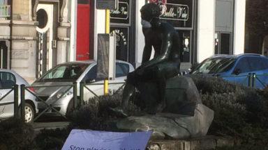 Avez-vous remarqué ces masques sur les statues de Bruxelles?