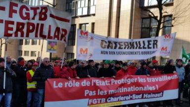 Manifestation des travailleurs de Caterpillar rond-point Schuman