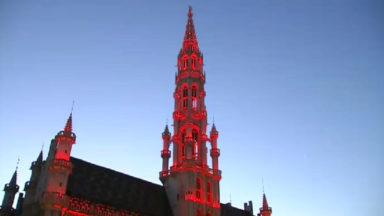 L'hôtel de Ville de Bruxelles se pare de rouge pour la Saint-Valentin, le Free Shopping Bus circulera aussi
