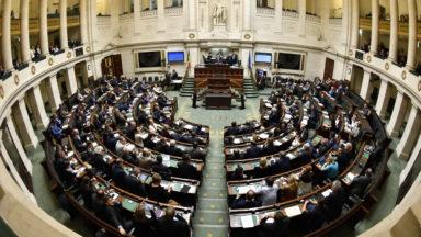 """Selon un constitutionnaliste, """"le Premier ministre doit demander la confiance du parlement"""""""