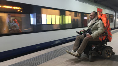 Souci d'accès pour les personnes à mobilité réduite à la gare Schuman