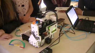 Un bus pour sensibiliser les jeunes aux nouvelles technologies de création