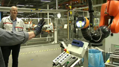 Les travailleurs d'Audi Brussels peuvent interagir avec le robot «Walt»