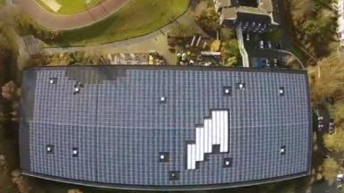 Auderghem : 3450 panneaux solaires installés sur le toit du Centre sportif de la forêt de Soignes