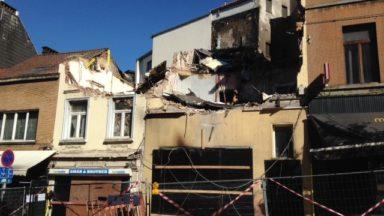 Explosion à Saint-Gilles : les travaux de démolition des deux maisons ont commencé