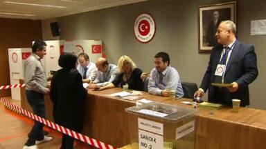 Les Turcs de Belgique votent au Consulat à Bruxelles