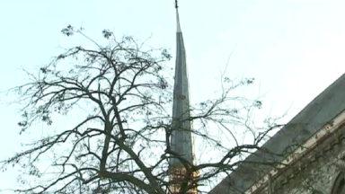Etterbeek : un clocheton de l'église Saint-Antoine penche dangereusement