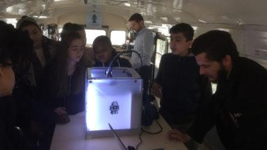 Un bus pour sensibiliser les jeunes aux nouvelles technologies