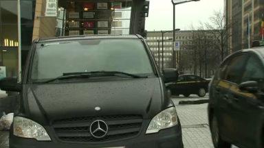Le bourgmestre de Saint-Gilles interdit le rassemblement de taxis clandestins Gare du Midi