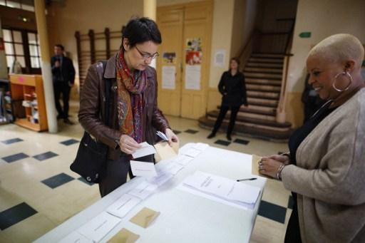 les bureaux de vote ont ouvert leurs portes en. Black Bedroom Furniture Sets. Home Design Ideas