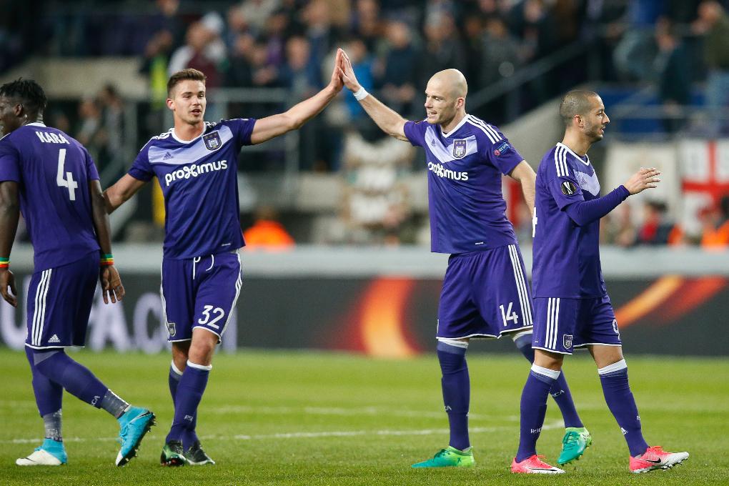 Conquis par les supporters d'Anderlecht, José Mourinho leur rend hommage