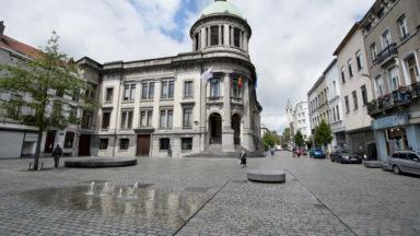 Molenbeek : la place communale n'est pas un parking à ciel ouvert