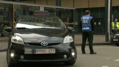 Après une altercation avec un chauffeur Uber, un taximan déclare avoir été tabassé par une dizaine de personnes