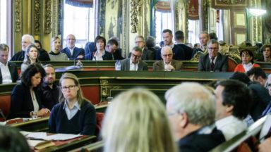 Ville de Bruxelles : le MR compte un conseiller communal de plus; le cdH un de moins