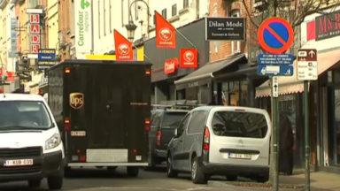 Le parking en double file est une plaie à Bruxelles, selon Touring