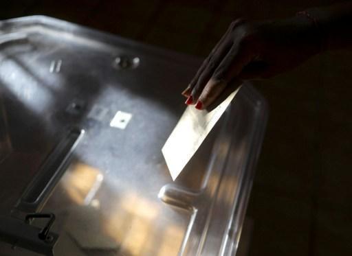 pr sidentielle fran aise ouverture des bureaux de vote. Black Bedroom Furniture Sets. Home Design Ideas