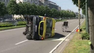 Woluwe-Saint-Pierre : accident entre une voiture et une ambulance